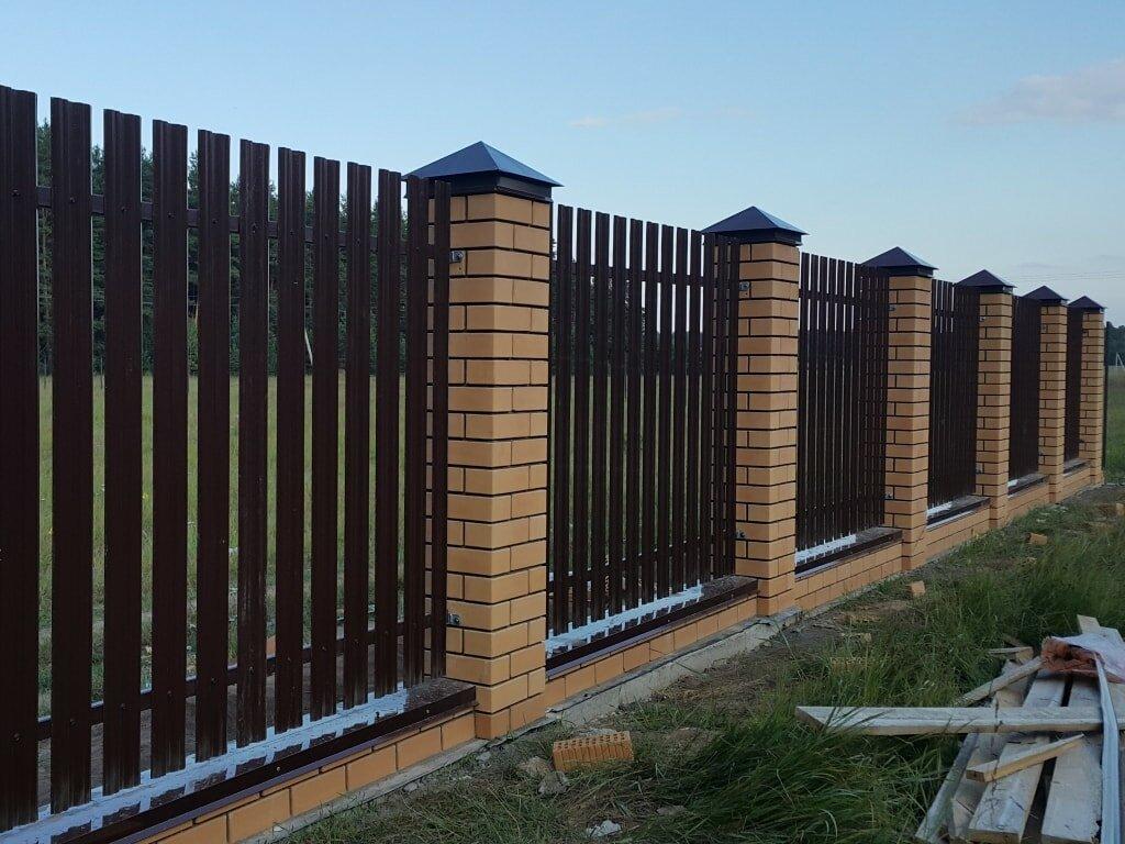 скучать забор с кирпичными столбами фото этот день все